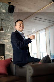 Der chinesische Investor Yunfeng Gao bei der Eröffnung der Frutt Lodge im Dezember 2015. (Bild Dominik Wunderli)