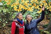 Bei ihrer Arbeit geht es um die wesentlichen Fragen des Lebens: die Trauerbegleiterinnen Barbara Lehner (links) und Antoinette Brem.Bild: Nadia Schärli (Luzern, 26. Oktober 2016)