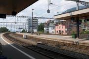 Beim Bahnhof Arth-Goldau hat Stefanie Rast aus Greppen den Mann vor dem herannahenden Zug gerettet. (Bild: Keystone)