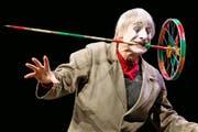 Auch im hohen Alter von 80 Jahren trainiert Dimitri, hier bei einem Auftritt im KKL im Frühling, noch täglich drei Stunden. (Bild: Philipp Schmidli)