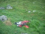 Das Motorrad erlitt beim Sturz Totalschaden. (Bild: Kantonspolizei Uri)