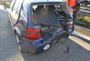 Eines der beim Unfall in Inwil beschädigten Autos.