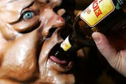 Allzu üppiger Alkoholkonsum war auch heuer oft Grund dafür, dass der Rettungsdienst ausrücken musste. (Bild: Archiv / Neue LZ)