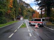 Beim Wolfssprung in Brunnen ist die Axenstrasse gesperrt. (Bild: Geri Holdener / Bote der Urschweiz)