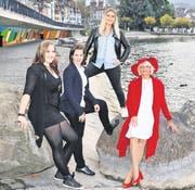 Jasmin Waser (von links), Patricia Zürcher, Gina Fiordalisi, Heidi Furrer und Norina Dierauer (nicht auf dem Bild) stehen im Final der Wahl «Charmante Zugerin 2016». (Bild: Daniel Frischherz)