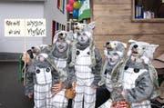 Eine Familie als Wolfsrudel am Fasnachtsumzug in Hergiswil. (Bild: Kurt Liembd)