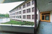 Im Bild ist das Schulhaus Staffeln in Littau/Reussbühl. (Bild: LZ)