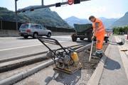 Bei der Lärmschutzbaustelle auf der A2 ist es zu einem Unfall gekommen. (Bild Corinne Glanzmann/Neue NZ)