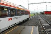 Zug der SOB beim Bahnhof Rothenthurm. (Bild: Bert Schnüringer/Neue SZ)