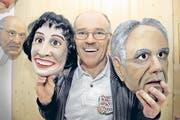 Ruedi Kyburz: «Die Masken von Doris Leuthard und Moritz Leuenberger warten auf ihren Auftritt.» (Bild Ursula Spillmann/Neue SZ)