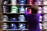 Eine zu schnelle Expansion, schlechte Standorte und schliesslich eine erdrückende Schuldenlast führten zum Niedergang der traditionsreichen Modefirma Charles Vögele. Bild: Gianluca Colla/Getty