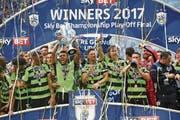 Party-Time für Huddersfield: Mit dem Aufstieg in die Premier League kommt der Geldsegen. (Bild: Robbie Jay Barratt/Getty (London, 29. Mai 2017))