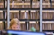Symbolbild: Bürokratie im Steuerbüro. (Bild: Keystone)