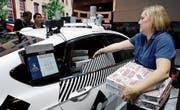 Der selbstfahrende Ford bringt die Pizze ohne Fahrer zur CES. (Bild: Jae C. Hong/AP)