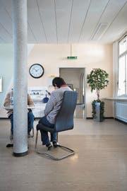 Zuweilen werden Personen in eine Klinik eingeliefert, weil Notfallärzte mit den regionalen Angeboten zu wenig vertraut sind. (Symbolbild: Gaëtan Bally/Keystone)