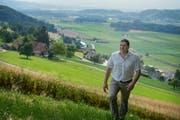 Roland Vonarburg, Präsident des Luzerner Gewerbeverbandes und Inhaber der Wauwiler Champignons AG, auf dem Santenberg in Wauwil. (Bild: Nadia Schärli / Neue LZ)