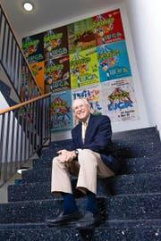 Alfred N. Becker (75) im Bürogebäude der Messe Luzern AG. An der Wand hinter ihm hängen frühere Luga-Plakate. (Bild Roger Grütter)