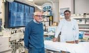 Im Herzkatheterlabor des Luzerner Kantonsspitals ging es im Juli 2014 für Seppi Gasser um Leben und Tod. Rechts Kardiologe Florim Cuculi. (Bild: Nadia Schärli (8. Mai 2017).)
