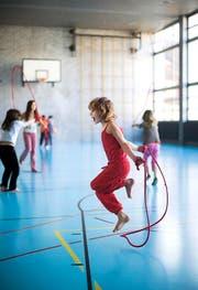 Bewegung und Sport sind wichtig. Kinder sollen dafür motiviert werden. Zumindest darüber sind sich alle einig. (Bild: Keystone/Gaetan Bally)