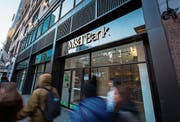 Fussgänger vor einer M&T-Filiale in New York. (Bild: Daniel Tepper/Bloomberg (13. Januar 2018))