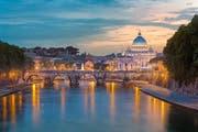 Rom hat viel zu bieten: Lauschige Gassen, romantische Brücken und geschichtsträchtige Bauten.