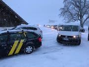 Zwischen Grabacher und Unterlehmatt mussten die Autos umkehren und in Richtung Obbürgen zurück fahren. (Bild: Leserbild Sascha Frey (Obbürgen, 12. Februar 2018))