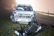 Die Frontalkollision hinterliess Spuren am Fahrzeug. (Bild: Luzerner Polizei)