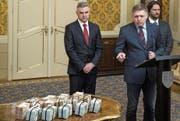 Eine Million Euro bietet Premier Robert Fico für Hinweise zum Mordfall Jan Kuciak. (Bild: Matej Kalina/Keystone (Bratislava, 27. Februar 2018))