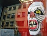 Zum Fürchten: diese gruseligen Clowns, die gar nicht zum Lachen sind. Bild: EPA/Juan Carlos (26. Oktober 2016)