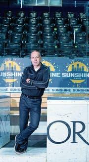 Ex-Schiedsrichter Danny Kurmann in der Zuger Bossard-Arena. (Bild: Maria Schmid (Zug, 19. April 2017))