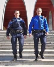 Mit der neuen Uniform und der neuen Dienstwaffe verfügen die Polizisten wieder über eine zeitgemässe Ausrüstung für ihren täglichen Einsatz. (Bild: Kapo SZ)