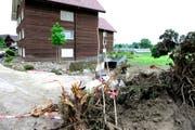 In diesem Haus in Dierikon kamen eine Frau und ihre Tochter ums Leben. (Bild: Keystone / Urs Flüeler)