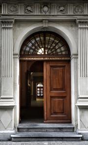 Eingangsportal zum Regierungsgebäude des Kanton Luzern. (Bild: Nadia Schärli / Neue LZ)