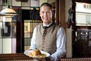 Traditionsgericht mit buntem Beigemüse: die Luzerner Fritschipastete, wie sie bei Ferdinand Zehnder im Stadtluzerner Restaurant Lapin auf den Tisch kommt. (Bild Nadia Schärli)