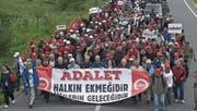 Tausende Türken folgen dem Aufruf von Kemal Kilicdaroglu, für die Gerechtigkeit und gegen Erdogan von Ankara nach Istanbul zu marschieren. (Bild: KEY (Kizilcahamam, 20. Juni 2017))