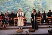 Die Muotathaler Jodlerin Karin Gwerder bei ihrem Auftritt mit der georgischen Sängerin Tamar Zviadauri. (Bild: Jakob Ineichen (Giswil, 6. Juli 2017))