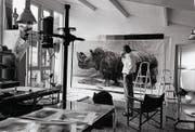 Fotografischer Perfektionist, der keinen Aufwand scheute: Burkhard 1995 in seinem Atelier. (Bild: Estate Balthasar Burkhard)