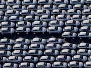 Porsche ist wegen VW nicht schnell genug unterwegs. Das Halbjahresergebnis der Holding liegt unter Vorjahr. (Symbolbild) (Bild: KEYSTONE/EPA DPA ZENTRALBILD/JAN WOITAS)