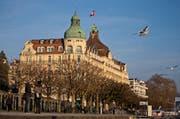 Entgegen dem landesweiten Trend und der anderen Wirtschaftszweige kann die Hotellerie auf ein gutes erstes Quartal 2015 zurückblicken. Im Bild das Hotel Palace in Luzern. (Bild: Archiv Philipp Schmidli)