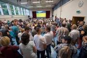 Rund 400 Personen kamen an die Info-Veranstaltung. (Bild: Keystone / Urs Flüeler)