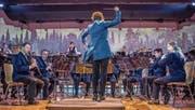 Die neue Dirigentin Hagia Pastor im Einsatz am Jahreskonzert der Feldmusik Rain. (Bild: Nadia Schärli (Rain, 26. Januar 2018))