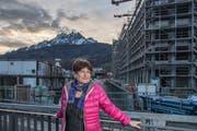 Die Soziologin Colette Peter beim Bahnhof Kriens Mattenhof. Sie sagt: «Es ist wichtig, grossräumig zu planen.» (Bild: Nadia Schärli (Kriens, 5. Januar 2018))