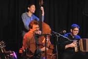Drei der Highlights: Männerchor Harmonie mit Frauenchor und Feldmusik Altdorf (links), Dimitri (rechts oben) Max Lässer und das kleine Überlandorchester. (Bilder Urs Hanhart)