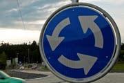 Im Soleil-Kreisel in Schindellegi kam es am Dienstag zu einem Unfall. (Symbolbild Neue LZ)