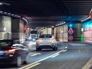Der Gotthard-Strassentunnel muss saniert werden. Aus Sicht des bürgerlichen Nein-Komitees soll dafür aber keine zweite Röhre gebaut werden (Archiv) (Bild: Keystone)