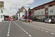 Der Unfall ereignete sich auf der Bahnhofstrasse in Root, Fahrtrichtung Gisikon. (Bild: Google Streetview)