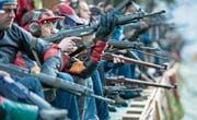Anpassungen des Waffenrechts lassen in der Schweiz zuverlässig die Emotionen hochgehen. (Bild: Urs Flüeler/Keystone (Rütli, 4. November 2015))