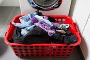 Ein Waschkorb mit schmutziger Wäsche. (Bild: Gaetan Bally / Keystone)