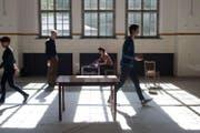 Stellen, schichten, lagern, Musikperformance von Sophia Martell und Emilio Guim auf dem Giswil International Performance Art Festival, 2015. (Bild: PD)