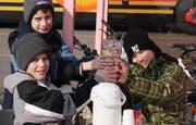Die drei Schüler aus Weggis haben für die Erdbebenopfer in Haiti rund 1200 Franken gesammelt. (Bild pd)